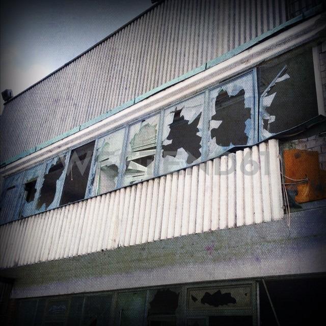 Demolished Windows on an abandoned warehouse in Hamburg, Germany - NKF000091 - Stefan Kunert/Westend61