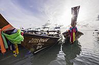Thailand, Koh Phi Phi Don, Fishing boats at beach - THA000258