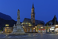 Italy, Alto Adige, Bolzano, Walther Square with monument of Walther von der Vogelweide and Bolzano cathedral - GF000419