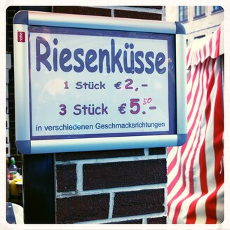 Sign giant kisses, Nuremberg, Bavaria, Germany - ED000057