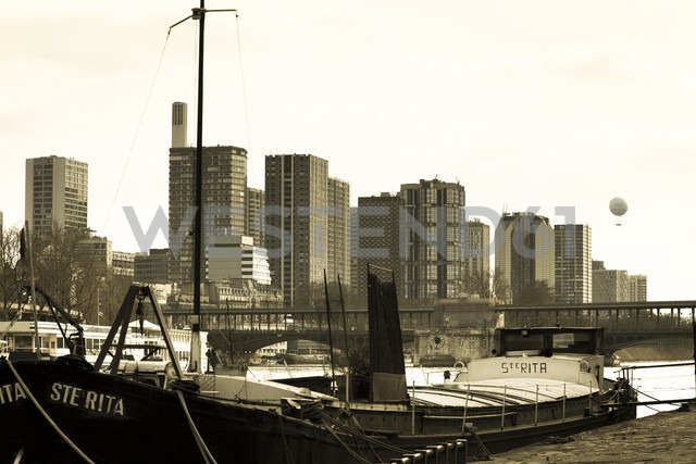 France, Paris, cargo ship in front of high-rise multi-family houses - FC000022