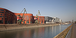 Germany, North Rhine-Westphalia, Duisburg, inner harbour, view to Landesarchiv, office buildings and marina - WI000557