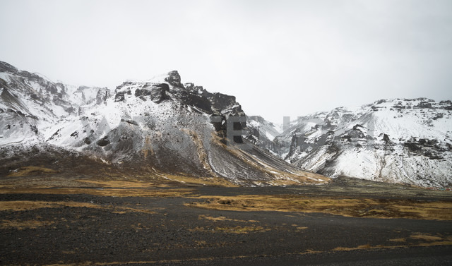 Iceland, Snow on mountains in  Pjodvegur - STCF000057