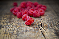 Raspberries on wooden table - LVF001062