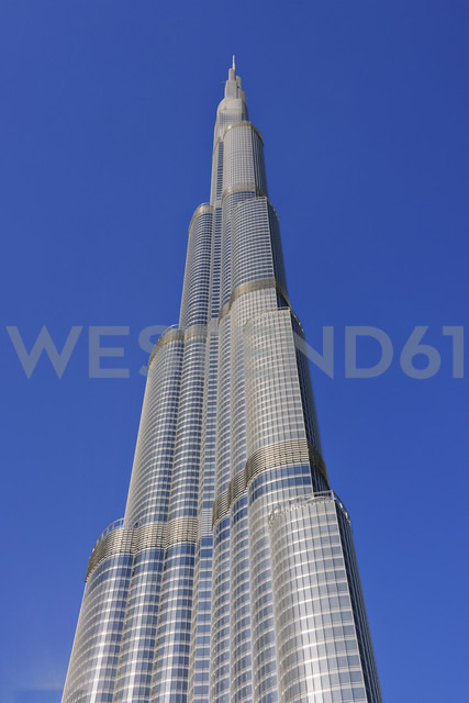 Dubai, view to Burj Khalifa in front of blue sky - RUEF001246