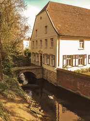 Germany, Recklinghausen, old house with water ditch and bridge, swan (Cygnini) - FBF000351