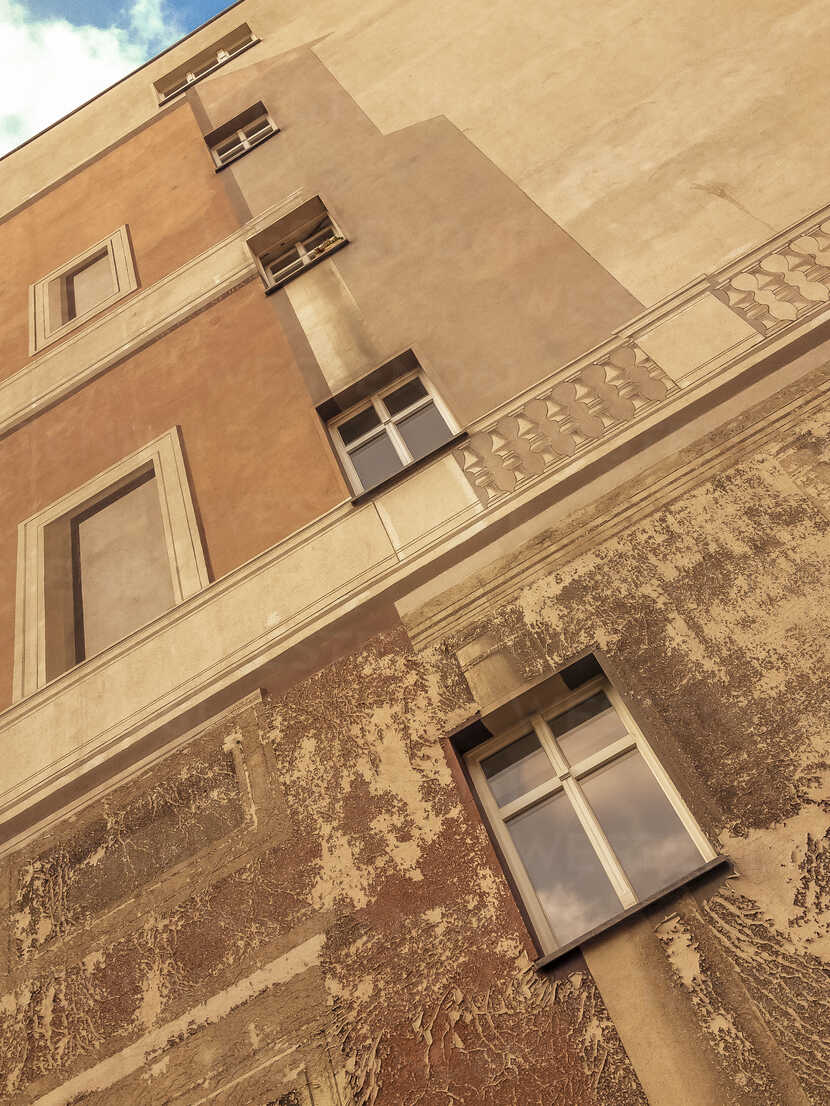 Germany, Berlin, building with windows amd fake windows painting - FBF000343 - Frank Blum/Westend61