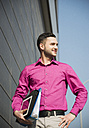 Portrait of waiting businessman wearing pink shirt - UUF000318