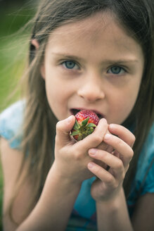 Portrait of little girl eating strawberry - SARF000521
