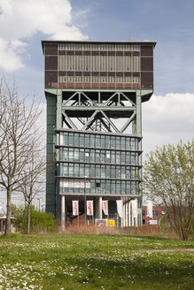 Germany, North Rhine-Westphalia, Dortmund, Eving,Industrial Park, former Coal Mine Minister Stein, Hammerkopf Tower and office building - WI000605