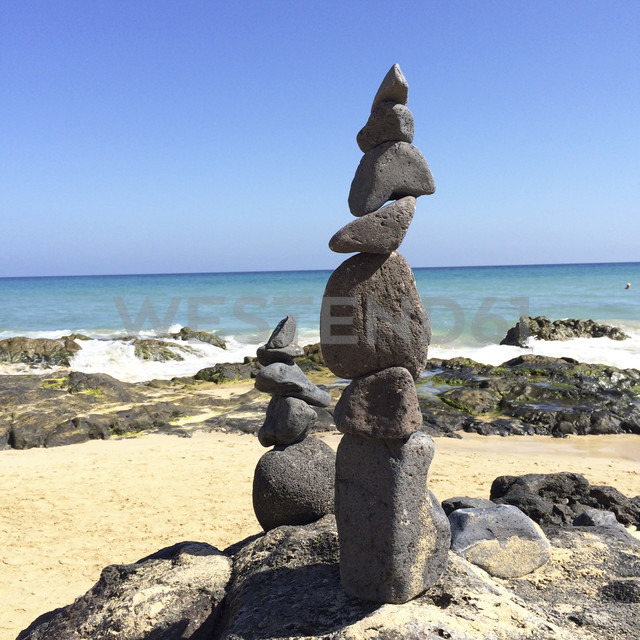 Sculpture made of loose stones, Fuerteventura, Spain - DRF000652