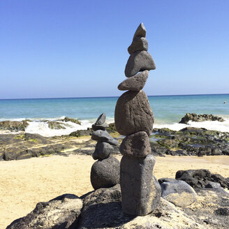 Sculpture made of loose stones, Fuerteventura, Spain - DRF000652