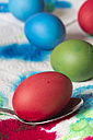 Dyeing Easter eggs, close-up - YFF000100