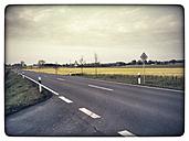 Germany, North Rhine-Westphalia, Petershagen, Country side road near Petershagen-Bierde. - HAWF000122