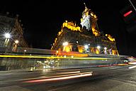 UK, Scotland, Edinburgh, Light trails in front of Balmoral Hotel - FDF000042