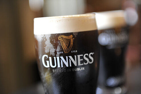 UK,  Glass of guiness beer - FD000044