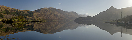 UK, Scotland, Hills reflected in lake - FDF000031