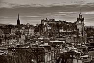 UK, Scotland, Edinburgh, City view with Edinburgh Castle - FDF000066
