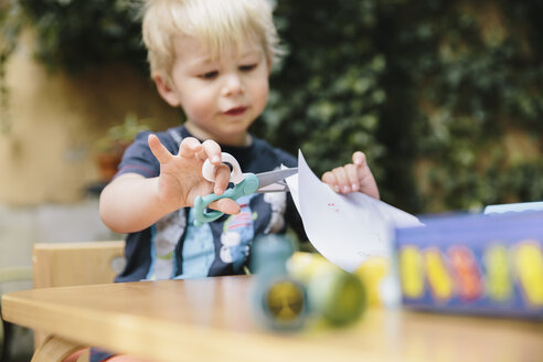 Little boy cutting paper with children's scissors - MFF001084