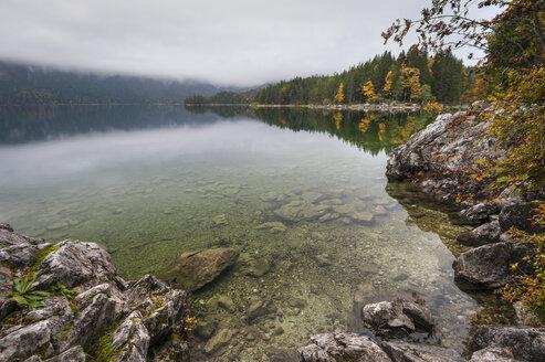 Germany, Bavaria, Eibsee near Garmisch-Partenkirchen in autumn - RJF000111