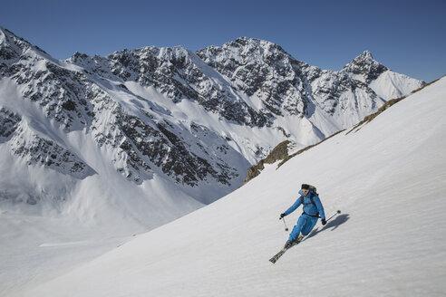 Austria, East Tyrol, Defereggental, Man telemark skiing - FF001402