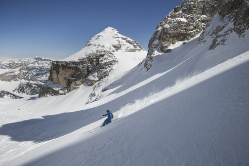Italy, Dolomites, Val Gardena, Man backcountry skiing - FF001398