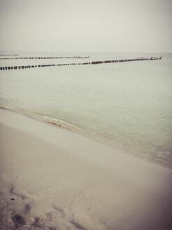 Ruegen, Baltic Sea, Mecklenburg-Vorpommern, Island, winter, Beach, sea - MJF001038