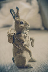 Old-fashioned Easter bunny - MJF000966