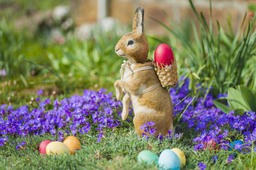 Easter bunny in garden with flowers - MJF000967
