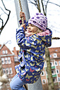 Little girl swinging with rope - JFEF000330