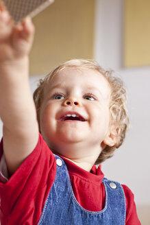 Toddler gripping playing card - JFEF000336