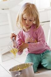 Little girl preparing mashed potatoes - JFEF000341