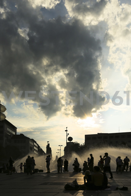 Germany, Bavaria, People at Karlsplatz - FC000125 - Christina Falkenberg/Westend61