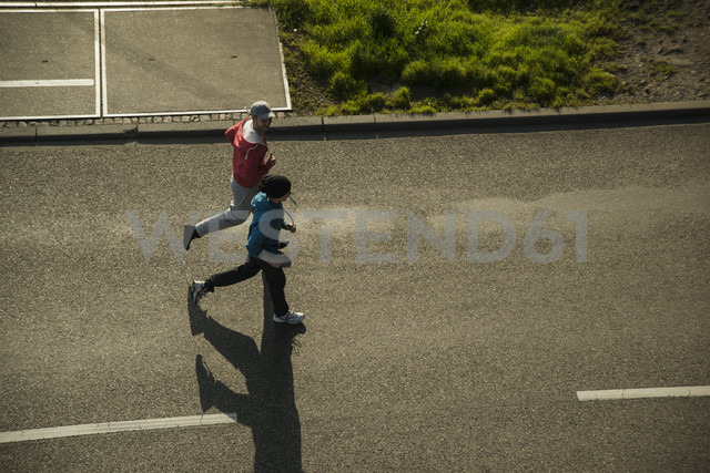 Young man and teenager jogging - UUF000432