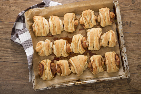 Baked Franzbroetchen on baking tray - CSTF000307