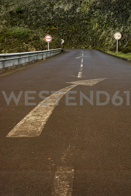 Portugal, Azores, San Miguel, empty street with directional arrow on lane - ONF000474