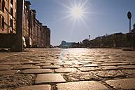Germany, Hamburg, Warehouse district, Cobblestone pavement in sunlight at Brook 3 - CSTF000288