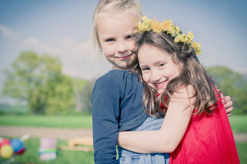 Portrait of two little girls - MJF001129