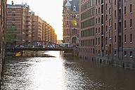 Germany, Hamburg, Bridge and buildings in Speicherstadt - MSF003890