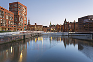 Germany, Hamburg, Brooktorhafen and new buildings in Hafencity - MSF003877