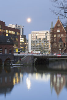 Germany, Hamburg, Old and new buildings in Speicherstadt and Hafencity - MSF003825