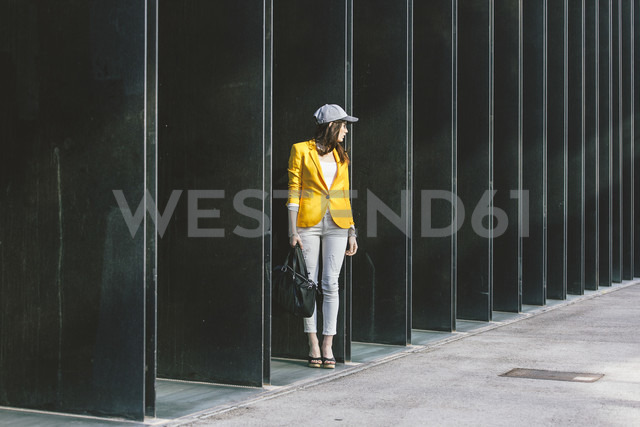 Spain,Catalunya, Barcelona, young modern woman with yellow jacket on the move - EBSF000200 - Bonninstudio/Westend61
