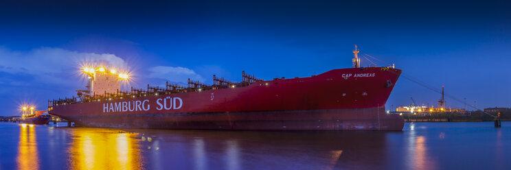 Germany, Hamburg, Port of Hamburg, Container ship of Hamburg Sued shipping company - NK000098