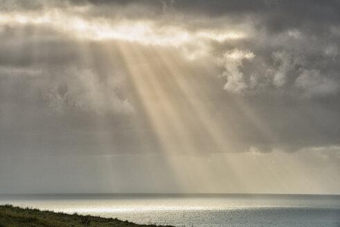 New Zealand, Chatham Island, Sun breaking through clouds - SH001226