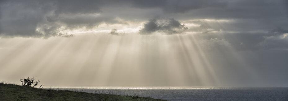 New Zealand, Chatham Island, Sun breaking through clouds - SHF001229