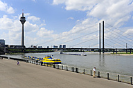 Germany, North Rhine-Westphalia, Duesseldorf, view to Rhine river promenade, television tower and Rheinknie-Bruecke - MIZ000459