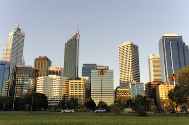 Australia, Perth, central business district, Esplanade, skyline with skyscrapers - MIZ000529
