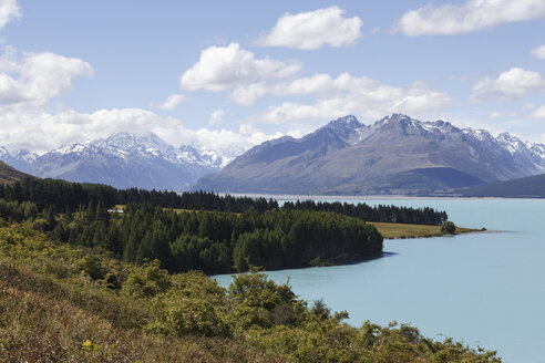 New Zealand, view to Mount Cook National Park with Lake Pukaki - STDF000079