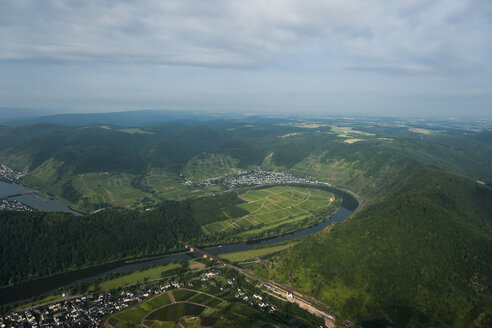 Germany, Rhineland-Palatinate, aerial view of Moselle Loop at Bremm - PAF000652