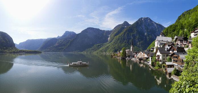Austria, Upper Austria, Salzkammergut, Hallstatt, View of Lake Hallstaetter See - WW003258